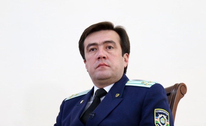 подарок дарим фото мужчина прокуроров узбекский делает более